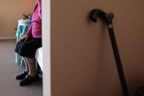 Autolesion en adultos mayores: una clara necesidad de evaluacion especializada y atencion – Gran Bretaña