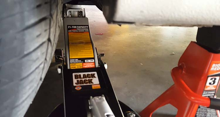 How To Jack Up A Car With A Floor Jack 4