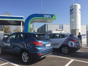 Hyundai iX 35 Fuell Cell Fahrzeuge bei der Betankung