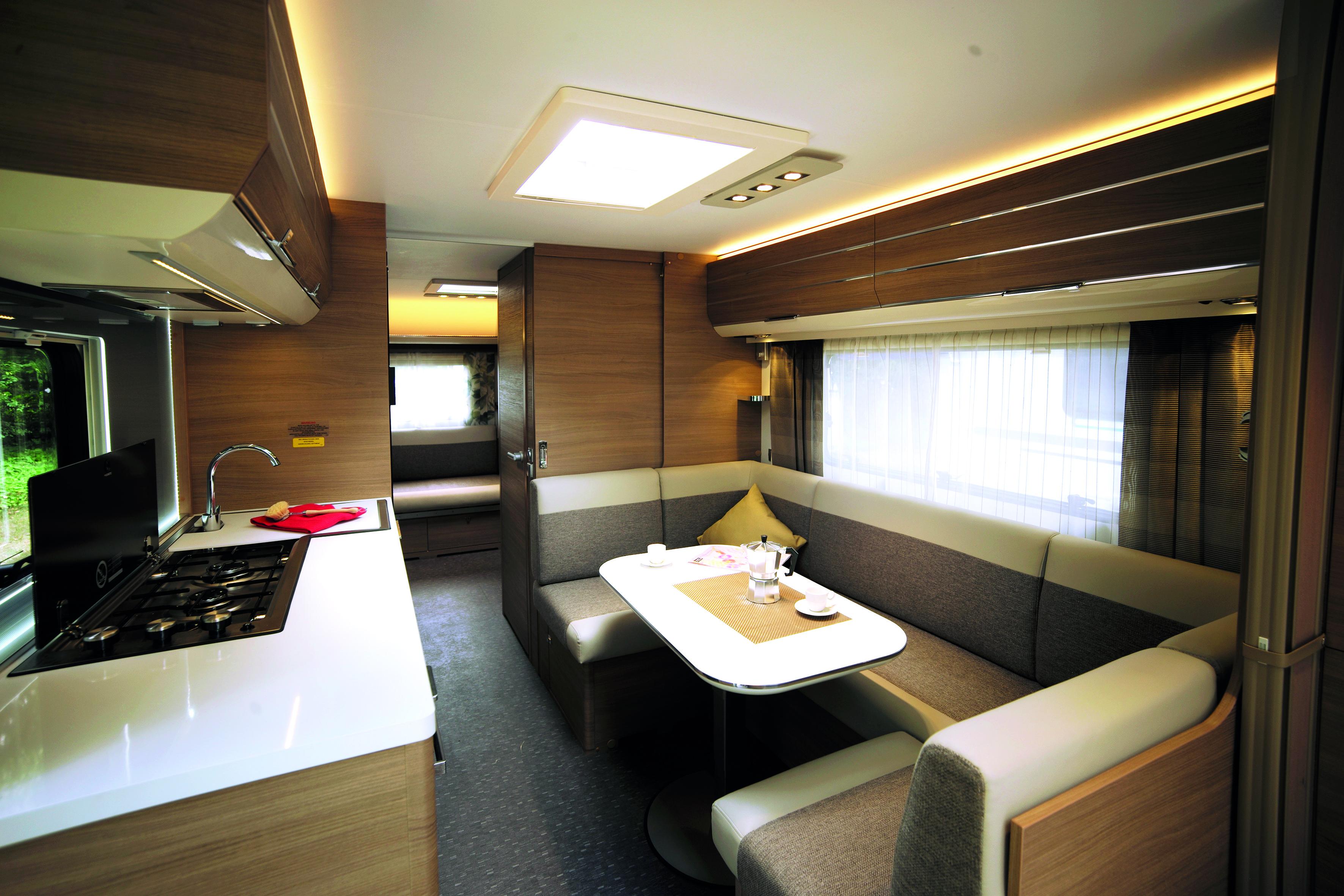 Wohnwagen Mit Etagenbett Yamaha : Zweiparteien wohnwagen adria adora pk