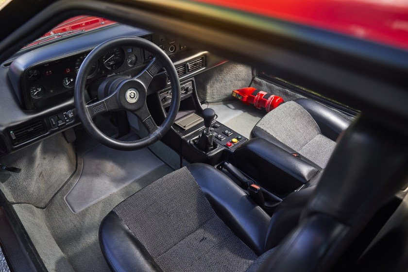 Fahrerarbeitsplatz im BMW M1