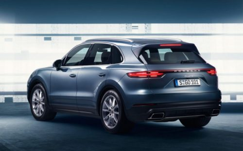 The stern of the Cayenne 3 evolves significantly more than its facies.