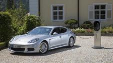 La Porsche Panamera S E-Hybrid peut être rechargée sur une prise domestique