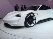 La Porsche Mission E est un concept 100% électrique