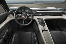 Porsche Mission E : un véritable poste de pilotage !