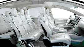L'interieur et les sièges du Tesla Model X en blanc