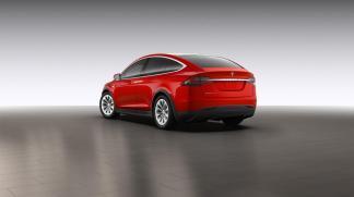 La Tesla Model X en rouge