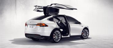 Les fameuses portes faucon du Tesla Model X