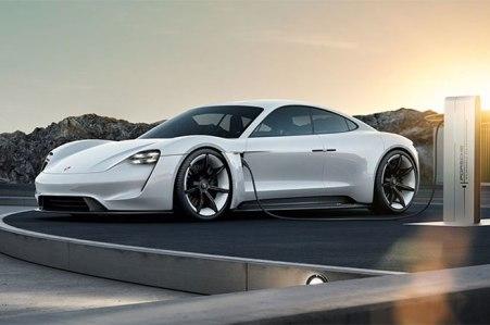 La Porsche Mission E sera commercialisée d'ici la fin de la décennie