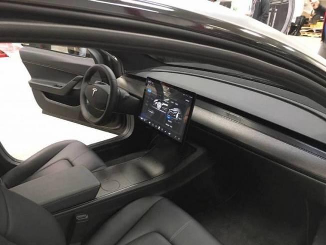 Tesla : la model 3 dévoilée - Page 23 Tesla-model-3-interieur-ecran