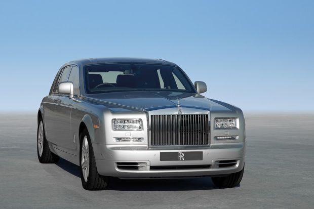 2013 Rolls Royce Phantom Sedan Facing Right 660x413