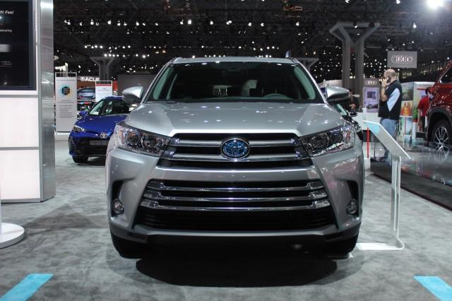 2017 Toyota Highlander Hybrid  -  2016 New York Auto Show iive photos