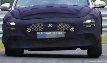 2022 Genesis G70 spy shots and video
