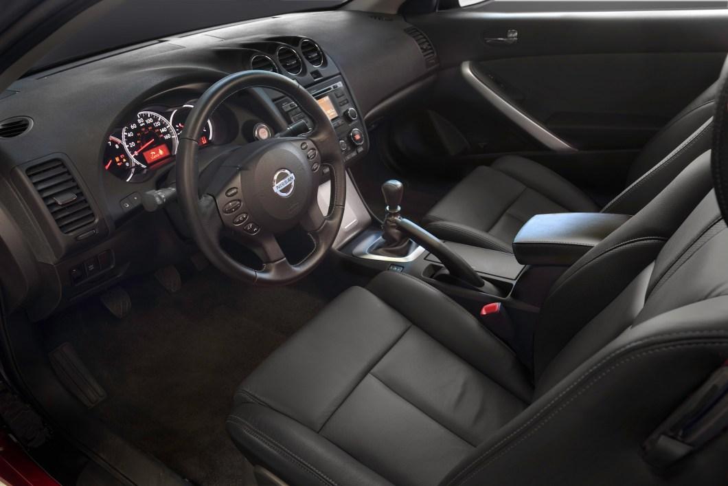 2010 Nissan Altima Coupe Interior