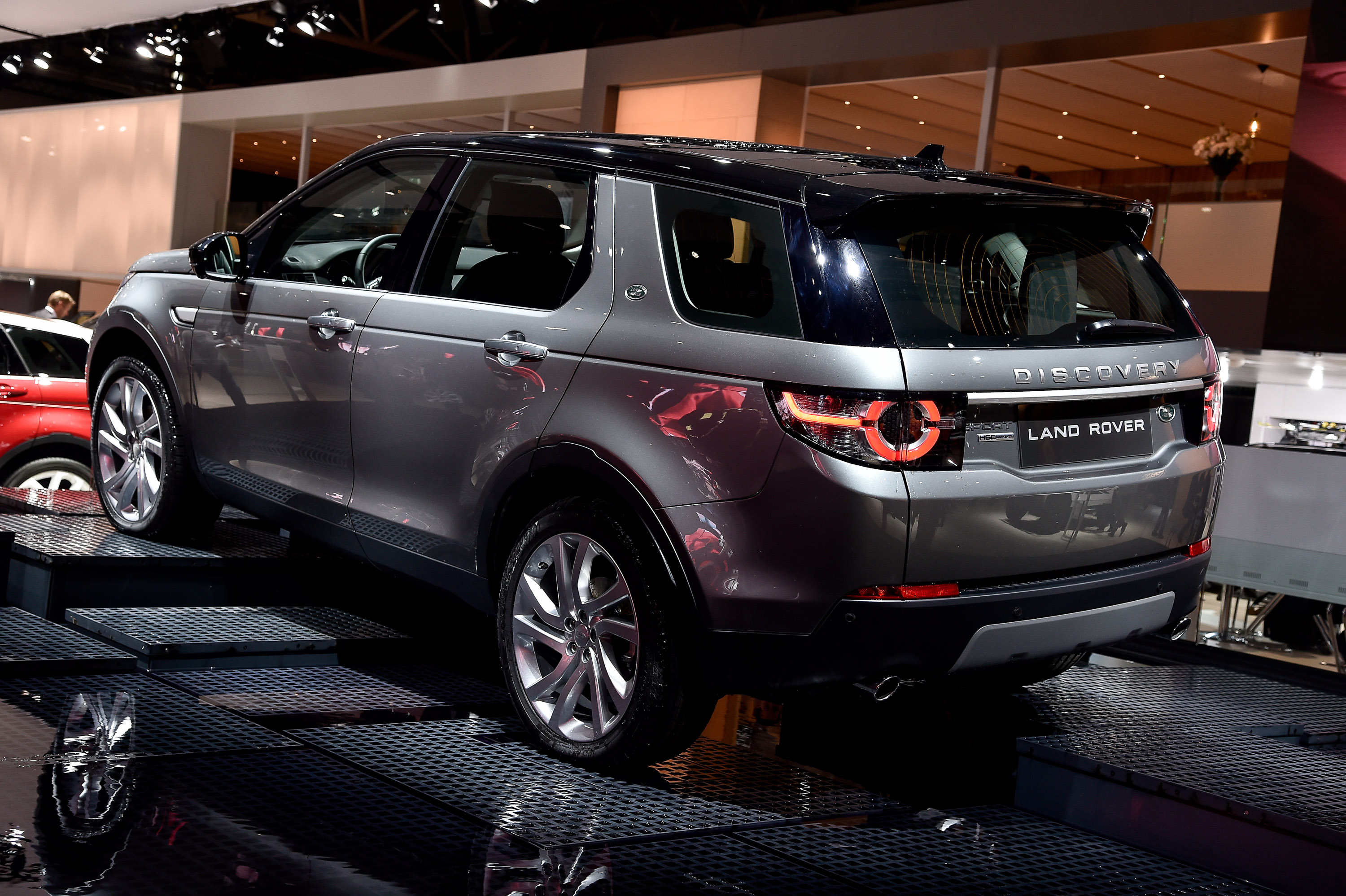Land Rover Discovery Sport Paris 2014 Picture