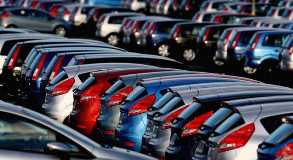 Auto, mercato ancora in calo