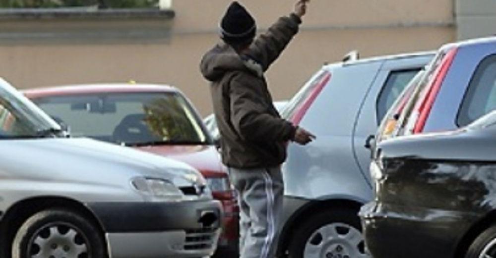 E' estorsione la richiesta di denaro con minacce dei parcheggiatori abusivi