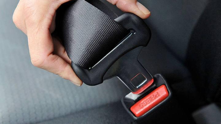 Sanzioni al conducente se il passeggero non allaccia la cintura di sicurezza