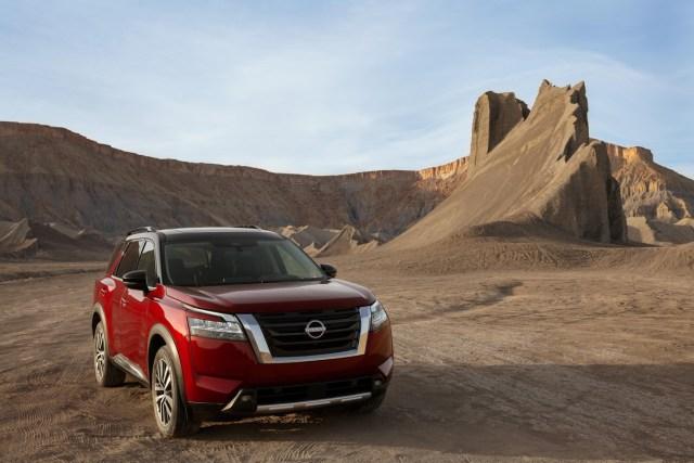 Nissan Pathfinder esterni