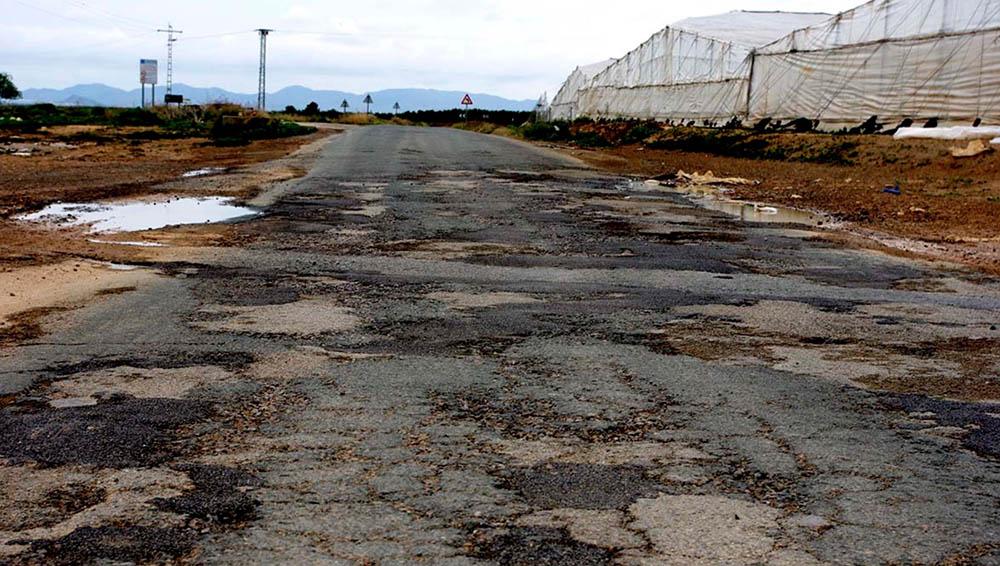 Carretera mal pavimentada