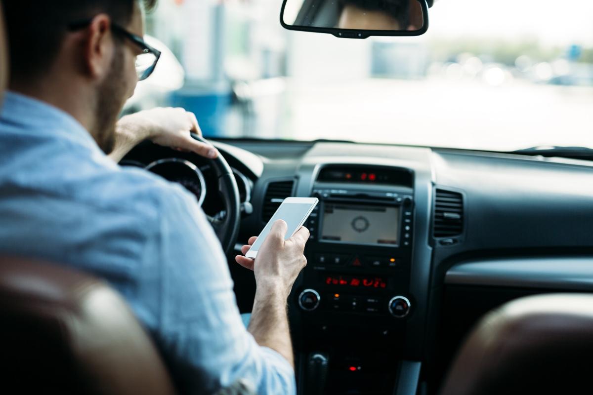 LA DGT en contra de las aplicaciones para móvil que informan sobre radares y controles