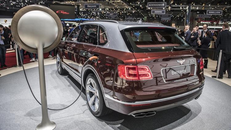 First hybrid Bentley – Bentayga