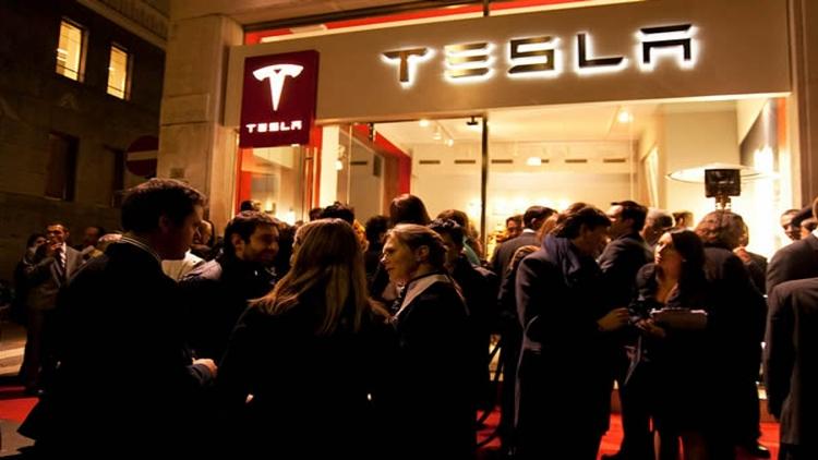 Tesla fever: Model 3 arrives in Italy