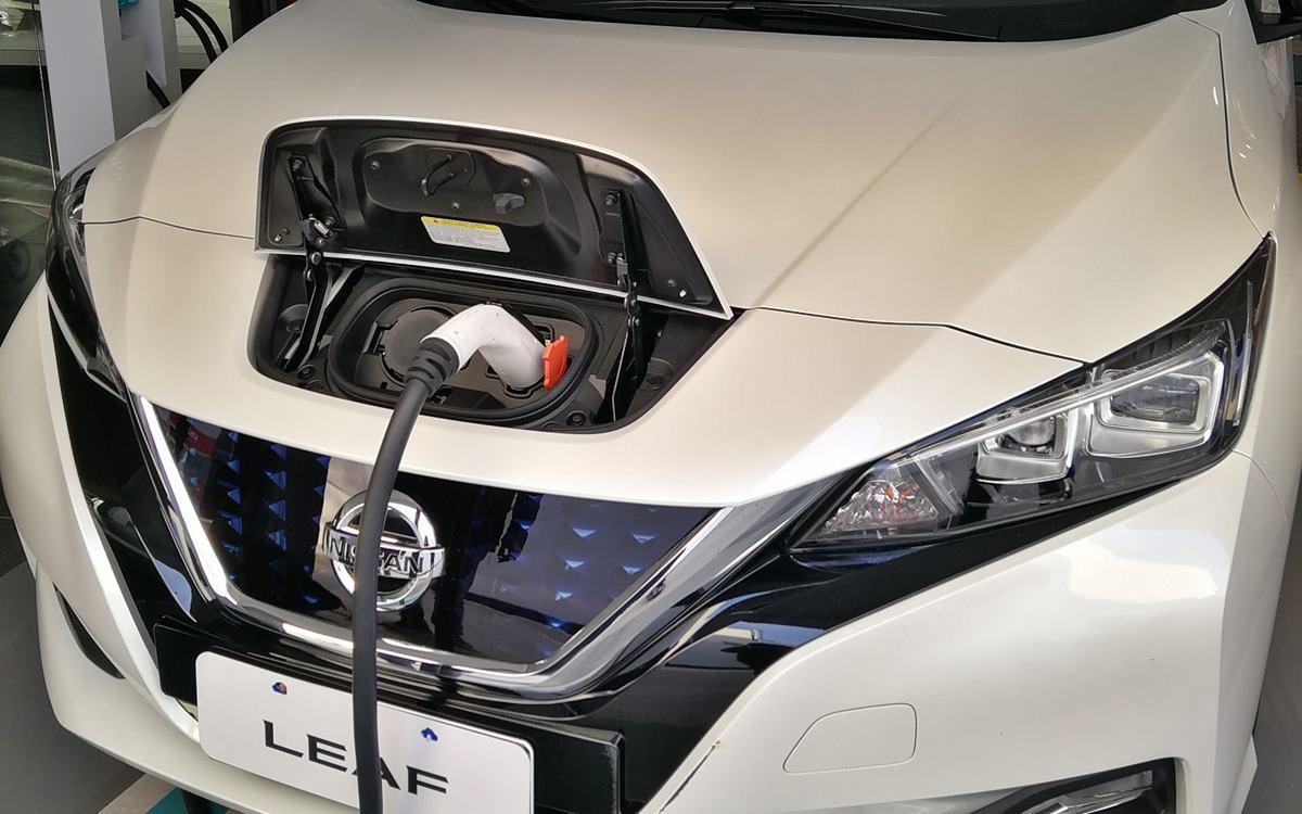 Nissan instala cargadores para autos eléctricos en sus concesionarios