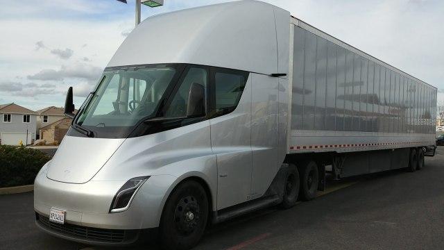 Najavljena serijska proizvodnja električnog kamiona Tesla Semi