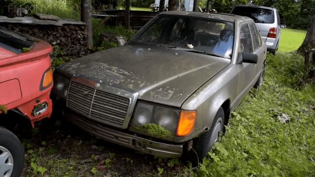 Mercedes iz 1988. stajao 16 godina, pa upalio bez servisa