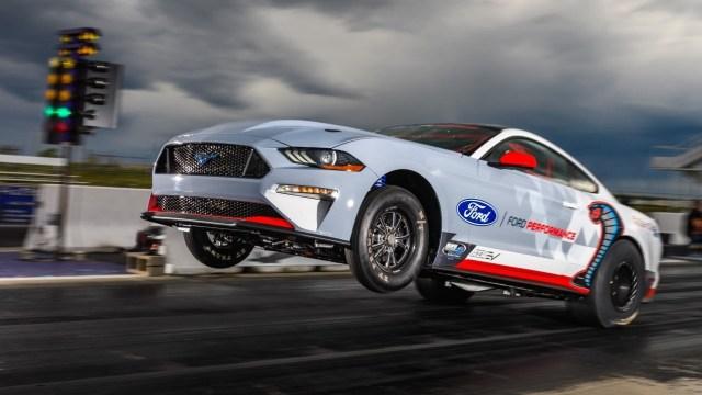 """Ford Mustang pretvoren u električni dragster s preko 1.500 """"konja"""""""