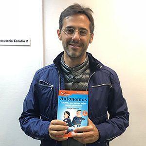Sergio Fernández ya tiene su GuíaBurros para autónomos