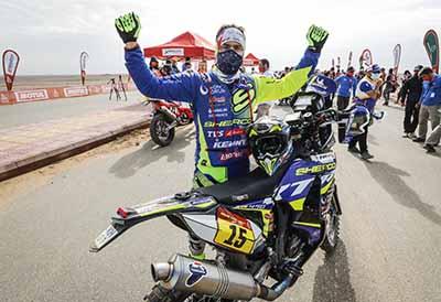 Neumáticos Andrés celebra el éxito del motorista Santolino en el Dakar