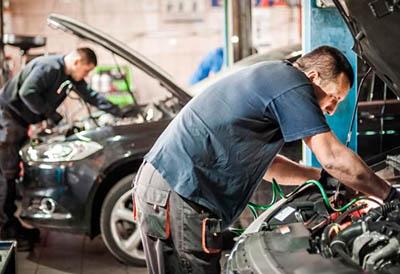 Profesionales del taller se forman en transformación de vehículos a gas