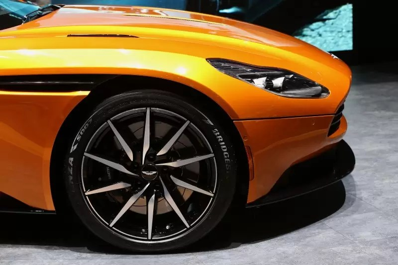 A Bridgestone é o parceiro oficial da Aston Martin no desenvolvimento do novo DB11