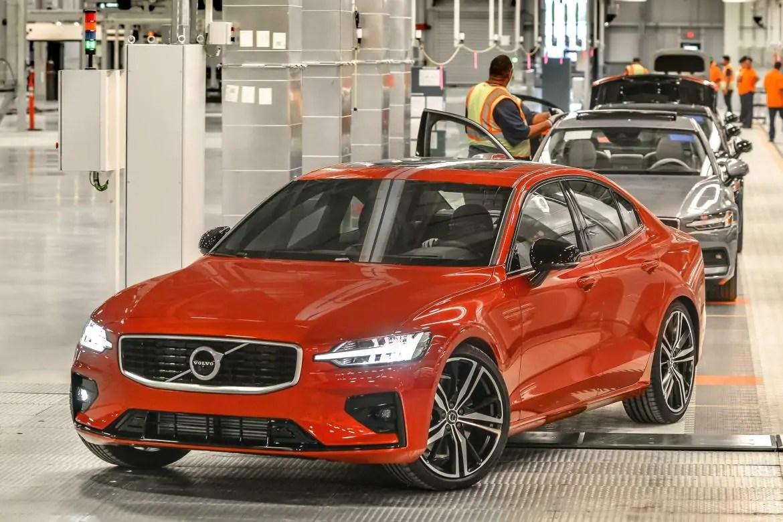 Volvo crollano i profitti arrivano i tagli