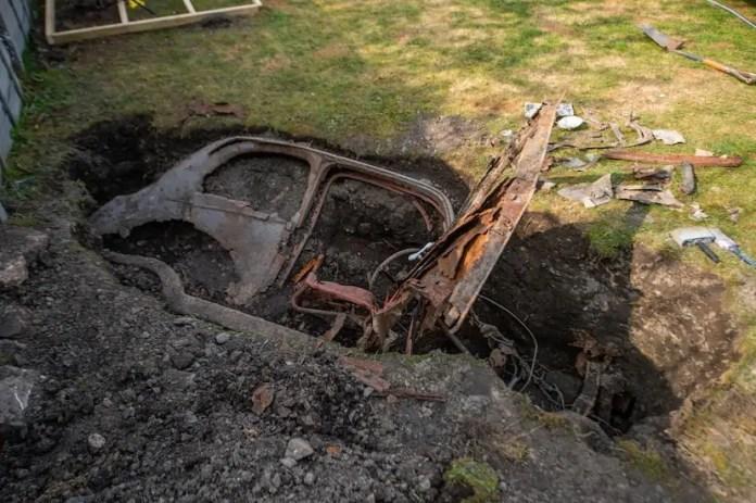 ford 1950 sepolta in giardino ritrovata