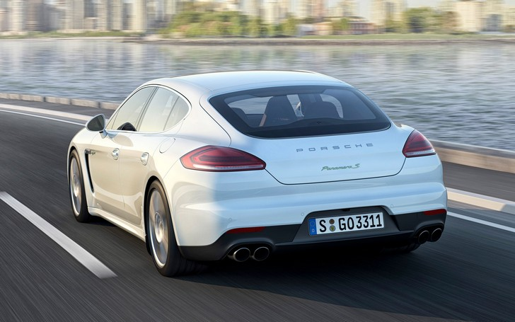 "2014-Porsche-Panamera-S-E-Hybrid Porsche Panamera S E-Hybrid: prestazioni ""ecologiche"""