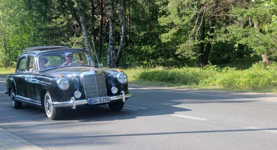 1. Une Mercedes-Benz 220S Ponton, sur la presqu'ile de Hel.