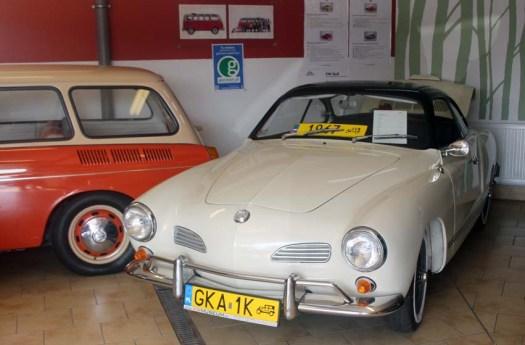 Un Karmann Ghia coupé de 1967. Vous pouvez voir là une plaque collection conforme.