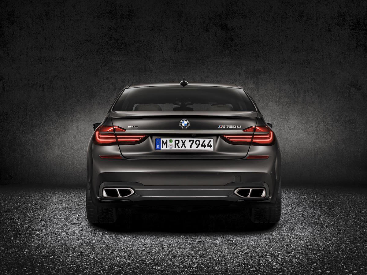 2017 BMW M760i xDRIVE Picture 5