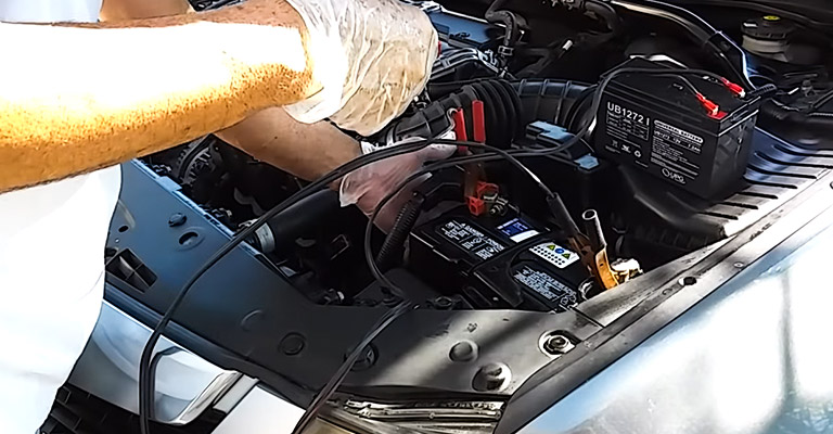 How Do I Install a Car Battery Without Losing Power FI