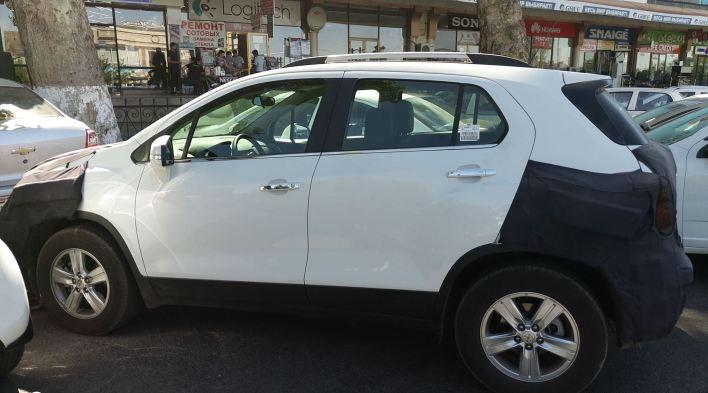 """В Фейсбук сообществе """"Водители Ташкента"""" опубликованы фото Chevrolet Tracker в маскировочном камуфляже."""