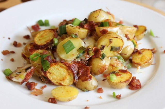 Great-Edibles-Recipes-Bacon-and-Cheddar-Pot-Potatoes-Weedist-640x426