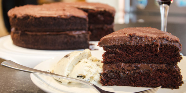 World_famous_Chocolate_Hash_Cake-700x352