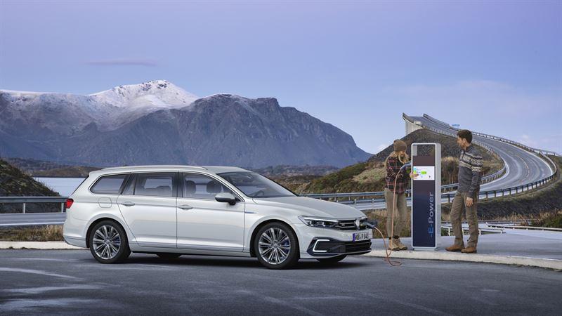 Volkswagen Passat GTE Sedan ja Variant uusiutuivat