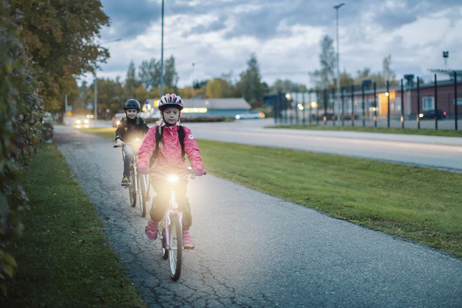 Valo käytössä yli puolella pyöräilijöistä
