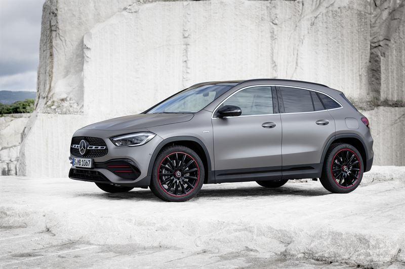 Uusi Mercedes-Benz GLA: selvää kasvua sisätiloissa ja monikäyttöisyydessä