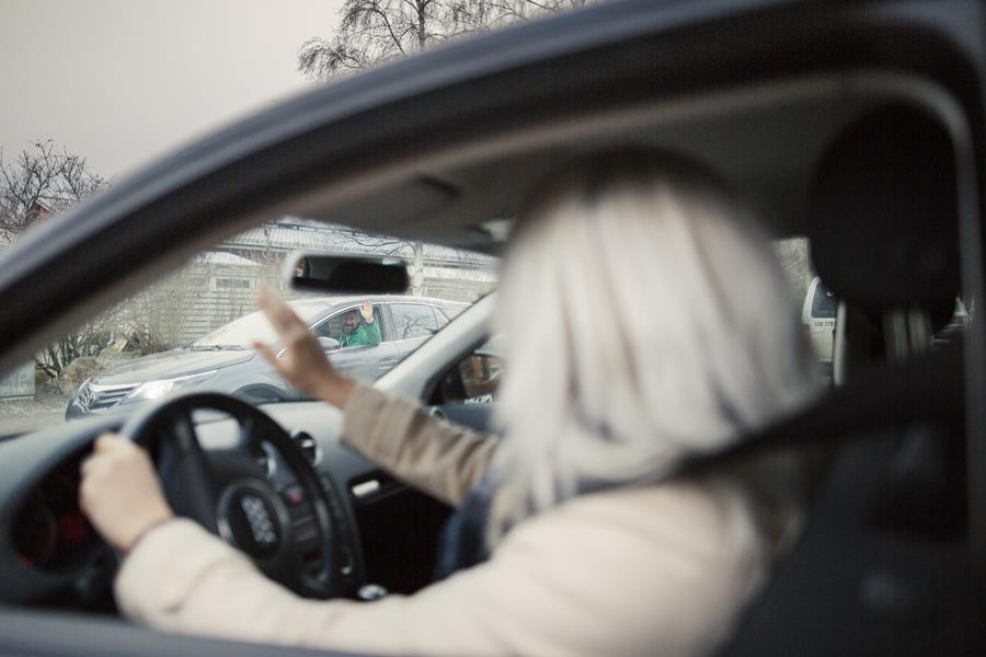 Ennakoiva kuljettaja ottaa toiset huomioon