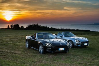 170424_Fiat_124_Spider_sweeps_France_10